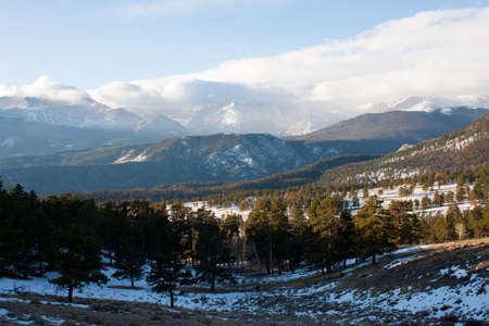 winter view of Rocky Mountains in early morning 免版税图像