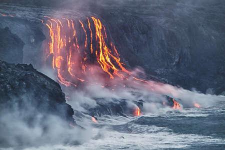 uitbarsting: Lava erupties in de Stille Oceaan in Hawaï Big Island Stockfoto