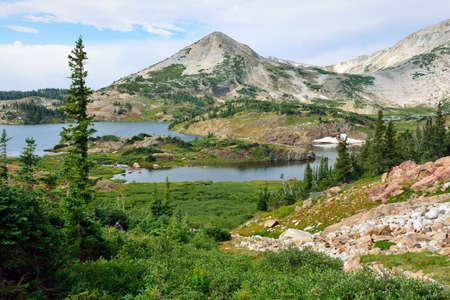 Paysage alpin dans les montagnes de Medicine Bow du Wyoming en été Banque d'images - 80986594