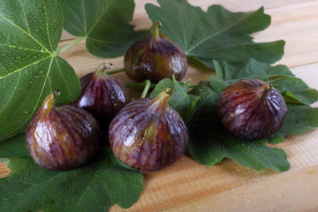 Figs on table Banque d'images