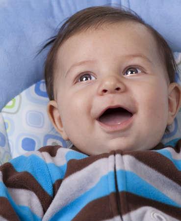 brown eyes: Niño feliz