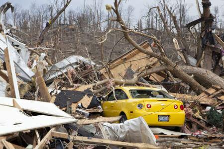 Henryville, IN - 4 maart 2012: Nasleep van de categorie 4 tornado die neer in stad op 2 maart 2012 in Henryville, IN. 12 doden en massale verlies van eigendommen werden gemeld in Indiana