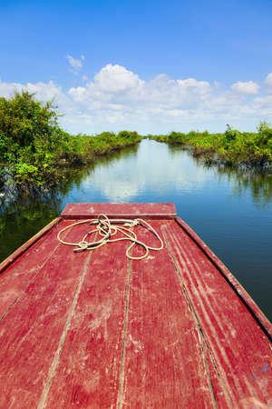 tonle sap: Traveling through Tonle Sap Lake