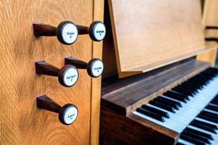 organ: Organ keys