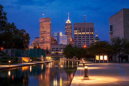 Indianapolis skyline at night Imagens