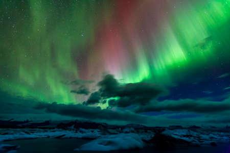 Aurora borealis over Jokulsarlon lagoon in Iceland Standard-Bild