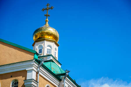 dome: Classic gold-plated onion dome of a Russian Orthodox church against blue sky Stock Photo