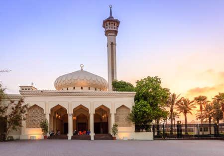 bur dubai: Dubai, June 14, 2016: men are gathered for iftar dinner at the steps of Grand Mosque in Dubai, UAE