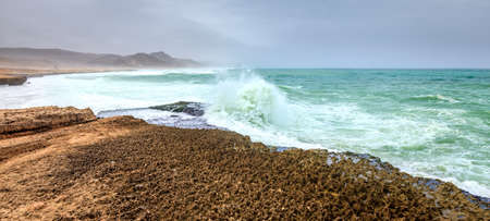 orificio nasal: Ocean surf near Al Mughsayl beach in Salalah, Oman during monsoon season Foto de archivo