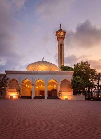 bastakiya: Night view Grand Mosque in Al Bastakiya district of Dubai, UAE