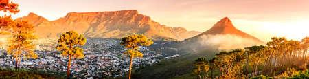 남아프리카 케이프 타운, 테이블 마운틴 및 라이온스 헤드의 파노라마보기 스톡 콘텐츠