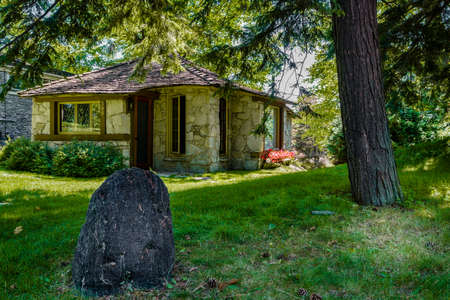 mi: Charlevoix, Michigan, August 8, 2016: one of the unique hobbit homes that serve as a local attraction in Charlevoix, MI