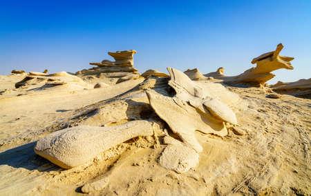 Sandstone formations in Abu Dhabi desert in United Arab Emirates Imagens