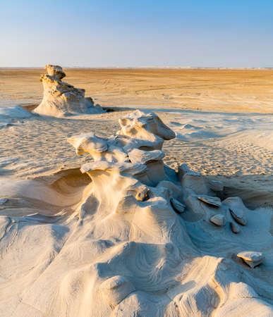 Sandstone formations in Abu Dhabi desert in United Arab Emirates 版權商用圖片