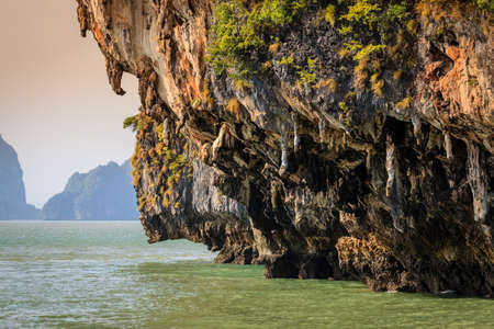 Close-up look of stalactite-like rock formations on Koh Hong island in Thailand Imagens