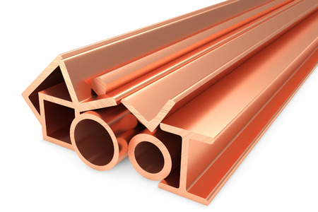 commodities: Industria metalúrgica productos industriales no ferrosos - grupo de productos de metal de cobre laminado inoxidable (tuberías, perfiles, vigas, barras, balks y armadura) en blanco, ilustración 3D industrial