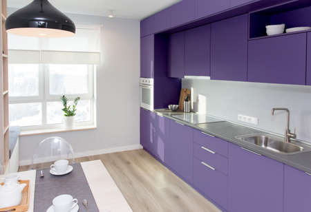 Kitchen interior in light colors. Scandinavian style in colors of the year 2018 Ultra Violet pantone. Foto de archivo