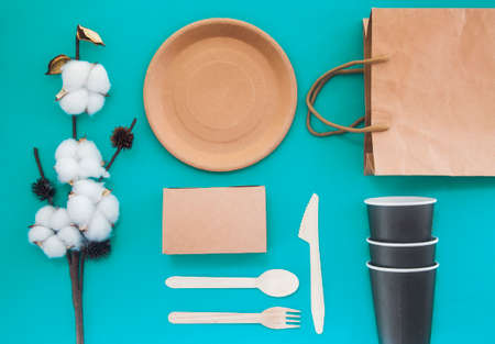Eco friendly disposable dishes made paper on color Banco de Imagens