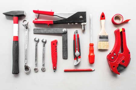 Ensemble d'outils de menuiserie sur bois
