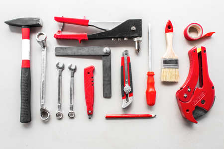 Set Zimmermannswerkzeuge auf Holz