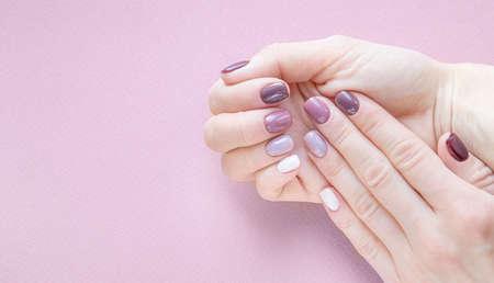 hardware manicure done in a beauty salon. purple color gradient on nails Zdjęcie Seryjne