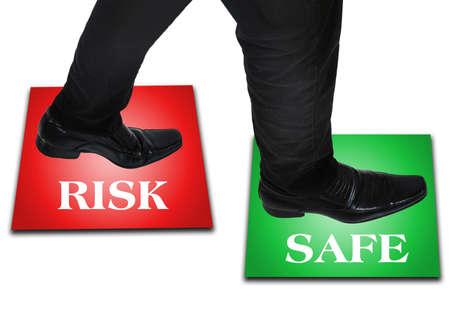 foot step: Isolato giovane piede passo uomo d'affari
