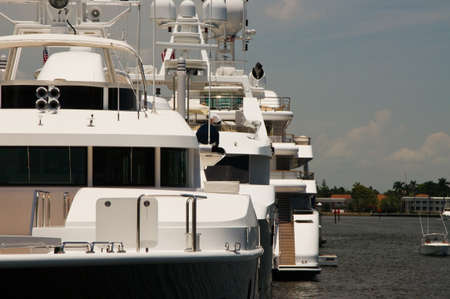 splurge: Yachts Close-Up Zoom Harbor pier