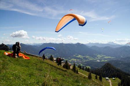 parachutists: Paraglider Dragon Mountain start ramp