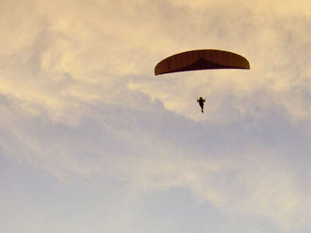 paraglider: Paraglider pilots dragon