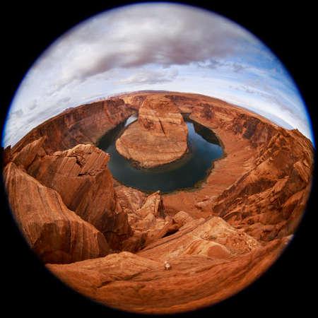 herradura: pez vista circular sobre la curva de herradura en el río Colorado en Glen Canyon, cerca de Page, Arizona, EE.UU.. Famosa curva de herradura del río Colorado en el norte de Arizona. Curva de herradura en el atardecer de otoño Foto de archivo