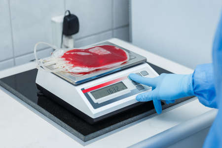 Laboratory balances. Sample weighing to estimate the cord blood volume