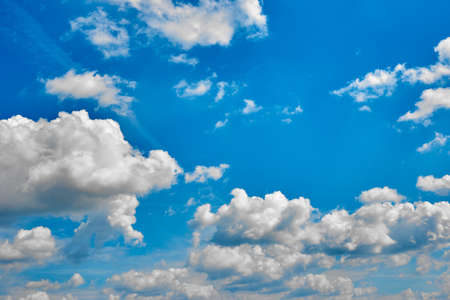 Beautiful blue sky with white clouds on a bright Sunny summer day 版權商用圖片