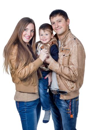 bata blanca: Retrato de parejas felices con su hijo entre ellos aislados en fondo blanco Foto de archivo