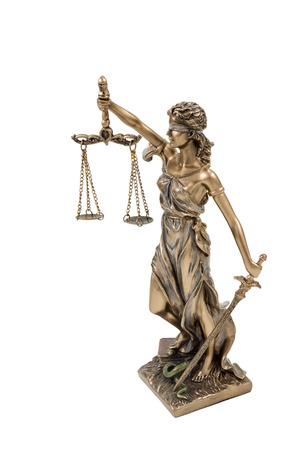 diosa griega: Estatuilla de bronce de la diosa griega de la justicia aislado en fondo blanco