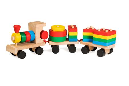 juguetes de madera: Niños bloque de madera multicolor constructor de tren de juguete de tres vagones aislados sobre fondo blanco Foto de archivo