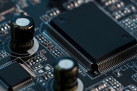 Carte de circuit électronique se bouchent. Processeur, puces et condensateurs. À l'intérieur des ordinateurs