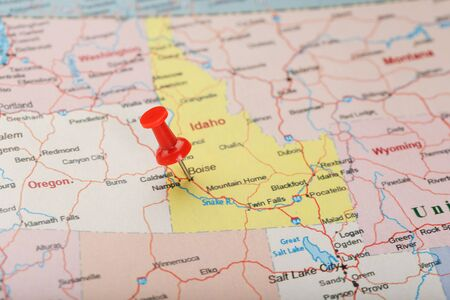 Red clerical needle on a map of USA, Idaho and the capital Boise. Closeup Map Idaho with Red Tack, US map pin 版權商用圖片