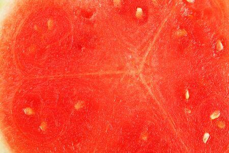 La consistenza della polpa succosa del primo piano rosso dell'anguria, schermo intero come sfondo.