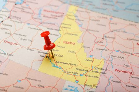 Red clerical needle on a map of USA, Idaho and the capital Boise. Closeup Map Idaho with Red Tack, US map pin Фото со стока