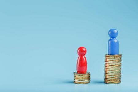 A blue Successful businessman with a large profit on a stack of gold coins and a Red less successful businessman with small companies on a blue background. The concept of investment and financial management in life and the company. 版權商用圖片