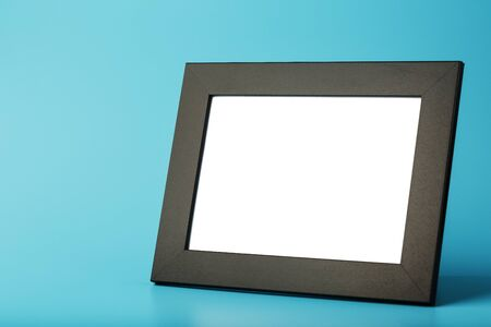 Black photo frame with empty space on a blue background. Minimalistic concept with space for image and text. Banque d'images - 142153871