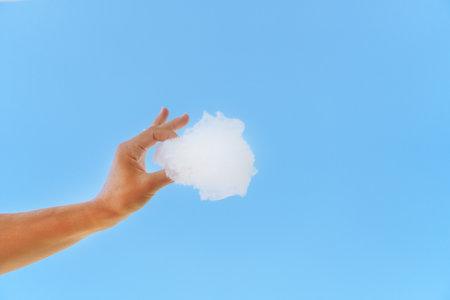 White cloud in hand against the blue sky. Standard-Bild