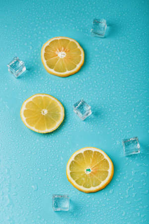 Fresh lemon with ice and drops on a blue background. Standard-Bild