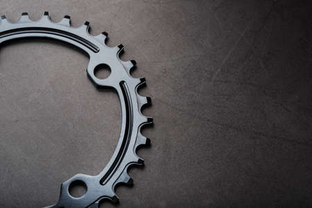 Black Star of the Narrow Wide Bicycle Connecting Rod System. A pattern of teeth of a running bicycle star on a black background. Dark key, top view Standard-Bild