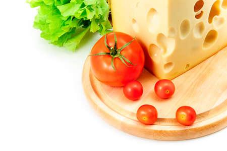 сыр, помидоры и салат на белом фоне