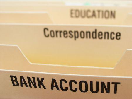 cuenta bancaria: Folding sistema de archivos con las categor�as que ilustran algunos de los elementos de una vida ocupada. Enfoque en la secci�n cuenta bancaria.