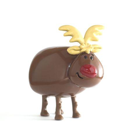 nariz roja: Cheeky Toy renos de Navidad con la nariz roja. Aislado en fondo blanco.