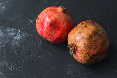 ripe red pomegranate on and grain on a gray background Stok Fotoğraf - 133879180