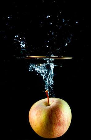 appel water: Apple water splash. Ultrasnelle fotografie