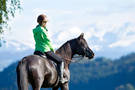 女性乗馬馬